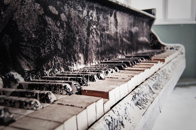 Holztasten eines alten Klaviers